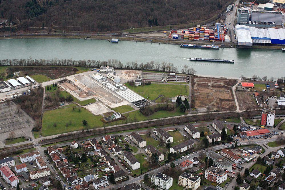 Blick auf Perimeter 1 und die Kläranlage auf Perimeter 2 (Datum der Aufnahme: Februar 2014), Quelle: Pressefoto Roche