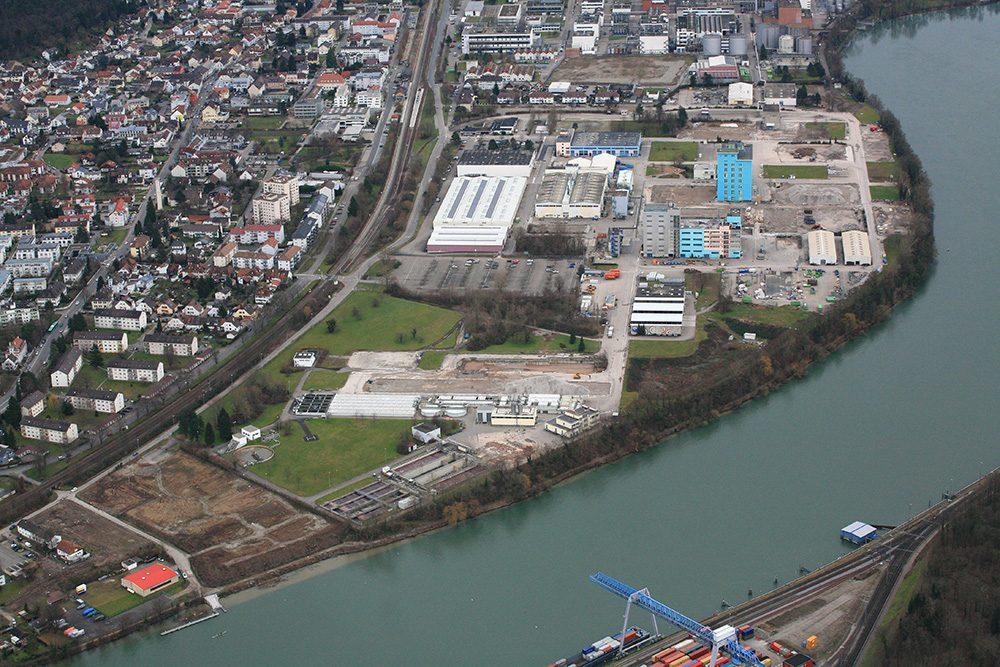 Blick auf Perimeter 1 und die Kläranlage von Perimeter 2 (Datum der Aufnahme: Februar 2014), Quelle: Pressefoto Roche