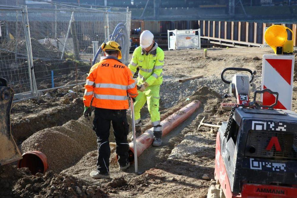 Arbeiten im Rahmen der Erstellung der befestigten Baustraße zum Schiffsanleger. (Aufnahmedatum: 26. Januar 2016); Quelle Pressefoto Roche