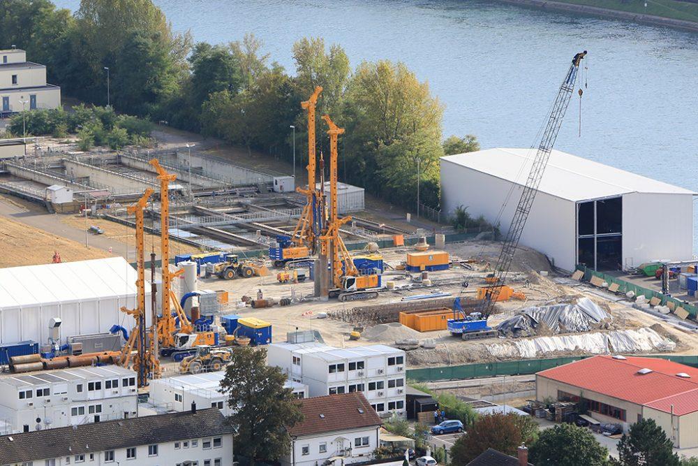 Seit dem 28. September sind vier Großbohrgeräte des Typs BG 39 in Betrieb (Aufnahmedatum: 1. Oktober 2016), Quelle: Pressefoto Roche