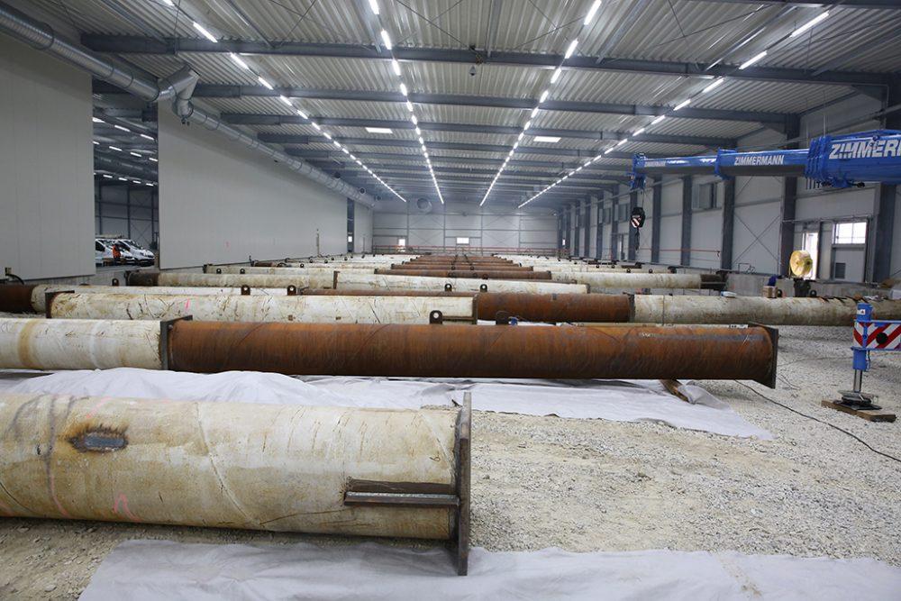Anlieferung und Montage der Steifen zur Aussteifung des ersten Baufelds (Nord) (Aufnahmedatum: 6. Oktober 2017); Quelle: Pressefoto Roche.