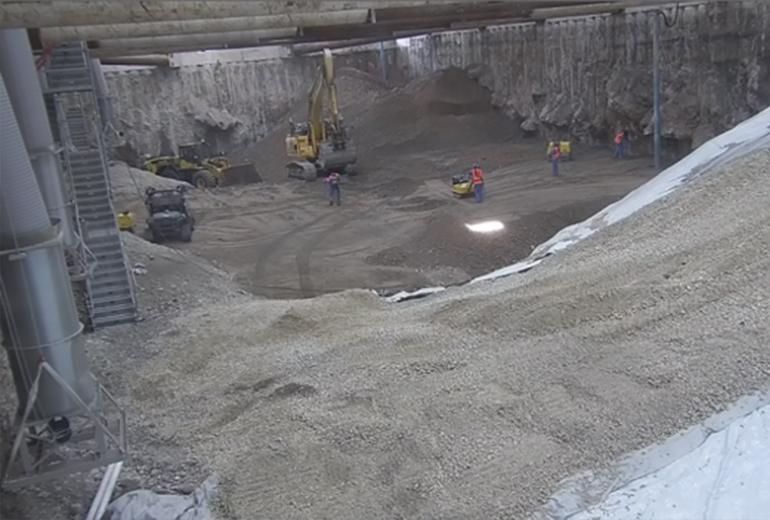 Aus sauberem Schotter wird eine neue Rampe erstellt; Quelle: Pressefoto Roche.