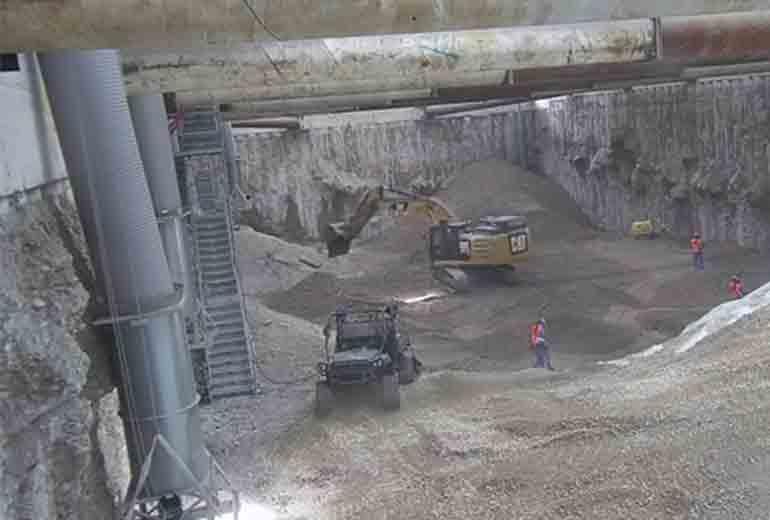 Blick in das Halleninnere: Das Baufeld Nord ist vollständig ausgehoben; Quelle: Pressefoto Roche