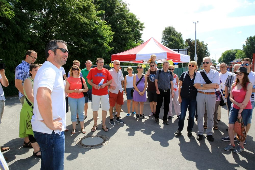 Impression vom Baustellentag 2016: Markus Ettner, technischer Projektleiter der Sanierung, nimmt die Besucher mit hinter die Kulissen (Aufnahmedatum: 09. Juni 2016), Quelle: Pressefoto Roche