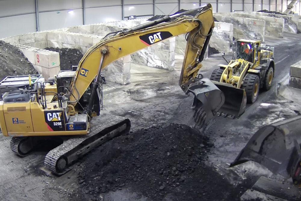 Belastetes Erdmaterial wird je nach Schadstoffbelastung sortiert, um zu den dafür geeigneten thermischen Behandlungsanlagen abtransportiert werden zu können. Quelle: Pressefoto Roche