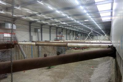 Im Zuge der Hallenreinigung wurden auch die Steifen und die Innenkonstruktion der Halle gereinigt. Quelle: Pressefoto Roche.