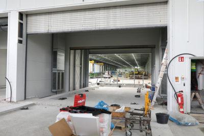 Derzeit wird mit Hochtouren an der Fertigstellung der Schleusensysteme im Baufeld Süd gearbeitet. Quelle: Pressefoto Roche.