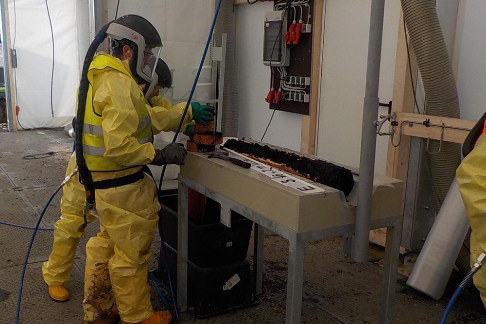 Die anfallenden Bohrkerne werden in einem fest installierten Probenahme-Zelt dokumentiert und für die nachfolgenden Laboruntersuchungen aufbereitet. (Aufnahmedatum: 22. Dezember 2015); Quelle Pressefoto Roche