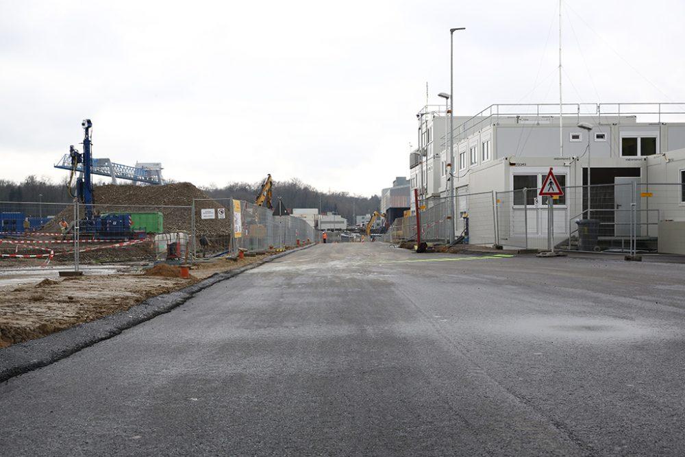 Blick auf die fertiggestellte Baustraße zum Schiffsanleger (Aufnahmedatum: 8. März 2016); Quelle: Pressefoto Roche.