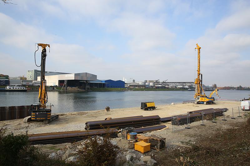 Blick auf den Vorschüttbereich des künftigen Schiffsanlegers (Aufnahmedatum: 26. Oktober 2015), Quelle: Pressefoto Roche
